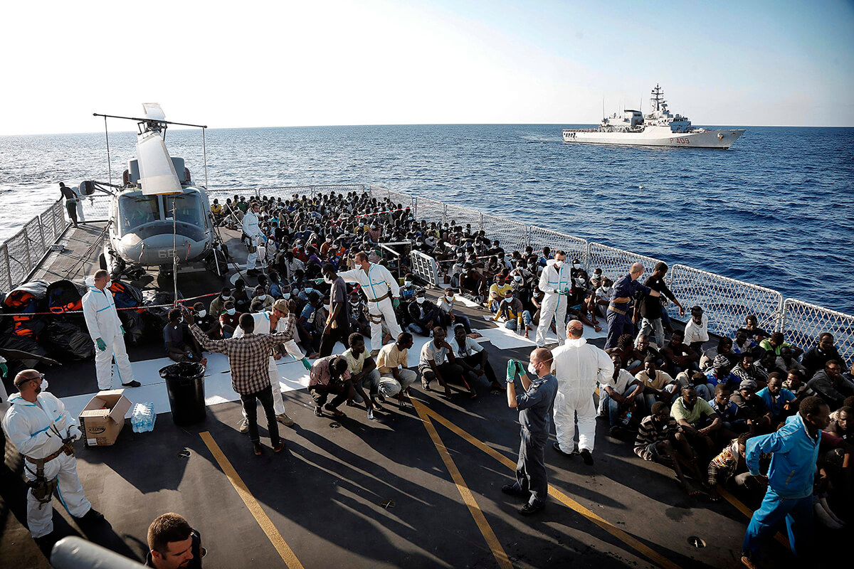 "Operation ""Mare Nostrum"": rescue of a boat full of immigrants"